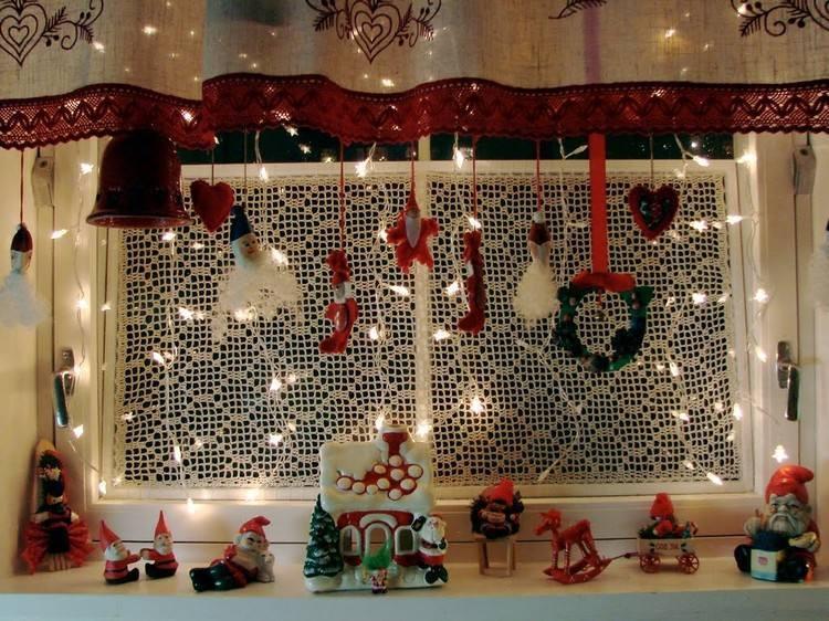 Como hacer cortinas navide as para tu sala facilmente for Casa de navidad cocina con sara