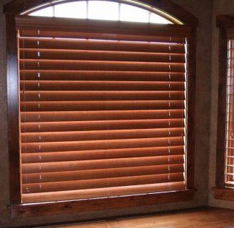 Cómo hacer cortinas con tablas, estilo persianas