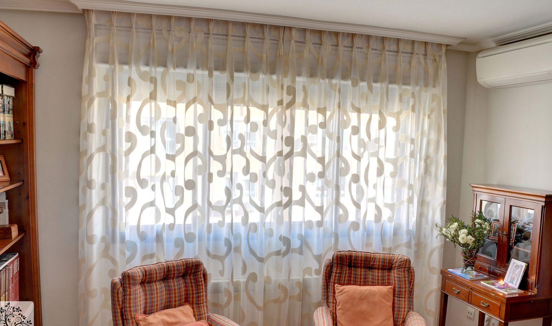 Como hacer unos visillos para el sal n combin ndola con cortinas livianas - Telas para visillos cortinas ...