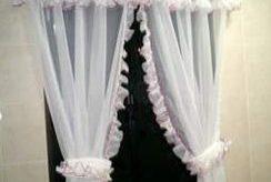 Cómo hacer cortinas románticas, con faralaos en el interior.